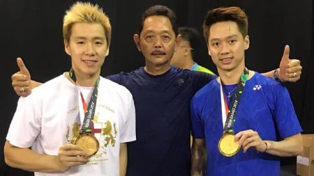 Kevin Sanjaya bersama sang ayah, Sugiarto Sukamuljo dan Marcus Fernaldi Gideon. - INDOSPORT