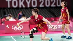 Indosport - Pebulutangkis asal Jepang, Sayaka Hirota saat memakai knee brace (penyangga lutut) di Olimpiade.