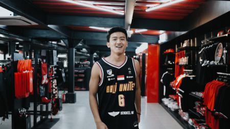 Pebasket Abraham Wenas punya optimisme tinggi ketika gabung Bali United. Eks Amartha Hangtuah ini yakin bisa meraih juara Indonesia Basketball League (IBL) bersama Tridatu Warriors. - INDOSPORT