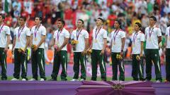 Indosport - Meksiko pernah membuat kejutan dengan merebut medali emas sepak bola di Olimpiade 2012 mengalahkan Brasil di final. Di mana skuat juara itu sekarang?