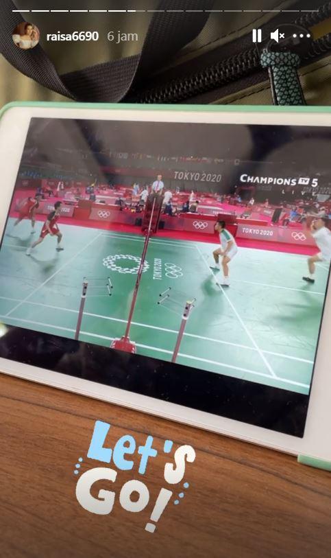 Raisa masih setia menonton bulutangkis Olimpiade Tokyo 2020. Copyright: Instagram/Raisa