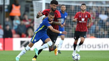 Duel pemain Chelsea dan Bournemouth di laga pramusim, Rabu (28/07/21) dini hari WIB. - INDOSPORT