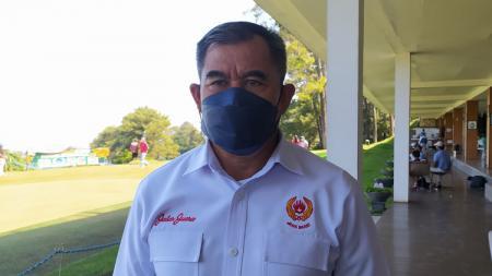 Ketua Umum KONI Jabar, Ahmad Saefudin, saat diwawancarai, Senin (26/7/21). - INDOSPORT