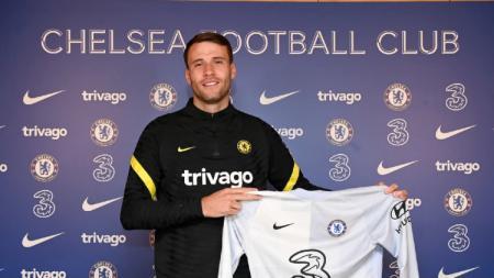 Chelsea resmi merekrut bintang rival, yakni Marcus Bettinelli - INDOSPORT