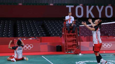 Greysia Polii/Apriyani Rahayu sukses mengalahkan wakil China, Li Yunhui/Du Yue pada babak perempatfinal Olimpiade Tokyo, Kamis (29/07/21). - INDOSPORT