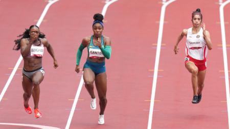Sprinter Alvin Tehupeiory (kanan) harus menyudahi langkahnya di Olimpiade Tokyo 2020. Atlet 26 tahun itu finis di urutan terakhir babak utama nomor 100 meter putri. - INDOSPORT
