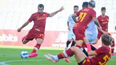Indosport - Aksi Henrikh Mkhitaryan di laga pramusim AS Roma vs Sevilla.