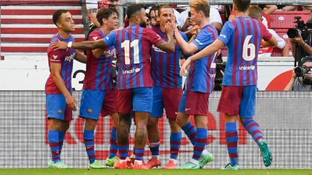 Para pemain Barcelona melakukan selebrasi dalam laga kontra VfB Stuttgart. - INDOSPORT