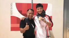 Indosport - Lifter Rahmat Erwin Abdullah bersama ayahnya, Erwin Abdullah