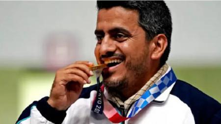 Javad Foroughi, atlet menembak Iran yang merebut medali emas Olimpiade 2020. - INDOSPORT