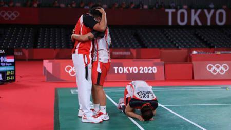 Greysia Polii/Apriyani Rahayu, peraih medali emas di Olimpiade Tokyo 2020 bersama pelatih Eng Hian. - INDOSPORT