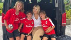Indosport - Wanda Nara Bangga Anaknya di Akademi Milan