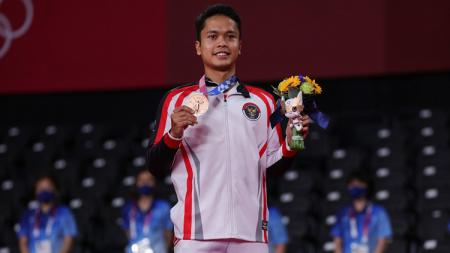 Pebulutangkis Indonesia, Anthony Ginting, meraih medali perunggu di Olimpiade 2020. - INDOSPORT