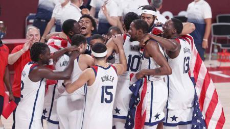 Tim basket Amerika Serikat merayakan kemenangan atas Prancis dalam pertandingan Final Bola Basket Putra di Olimpiade Tokyo 2020 - INDOSPORT