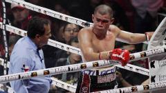 Indosport - Eks petinju Indonesia, Chris John saat terluka pertarungannya dengan Satoshi Hosono asal Jepang 2013.