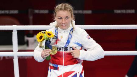 Lauren Price, petinju wanita asal Inggris usai mengalahkan Qian Li asal China di Olimpiade Tokyo 2020. - INDOSPORT
