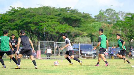 Sesi gim internal klub PSM Makassar di Bosowa Sport Center (BSC) sebagai persiapan Liga 1. - INDOSPORT
