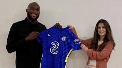 Indosport - Berikut rekap rumor transfer yang terangkum hingga Jumat (13/08/21) pagi. Chelsea resmi boyong Romelu Lukaku, AC Milan dan Juventus wacanakan barter pemain.