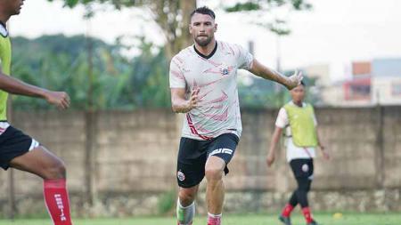Persija Jakarta kembali menggelar latihan sebagai persiapan Liga 1 di POR Sawangan, Depok, Jawa Barat, Sabtu (14/08/21). - INDOSPORT