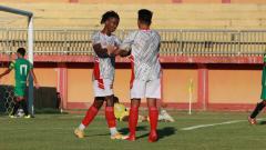 Indosport - Ronaldo Jaybeera Kwateh menyumbang 2 gol dalam kemenangan Madura United 3-0 atas Madura FC di uji coba.
