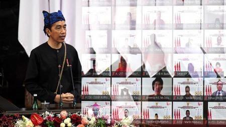 Presiden RI, Joko Widodo, mengenakan pakaian adat Suku Baduy, Banten. - INDOSPORT