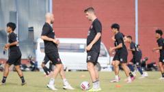 Indosport - Duo Belanda milik PSM Makassar, Anco Jansen dan Wiljan Pluim. (Adriyan Adirizky/INDOSPORT)