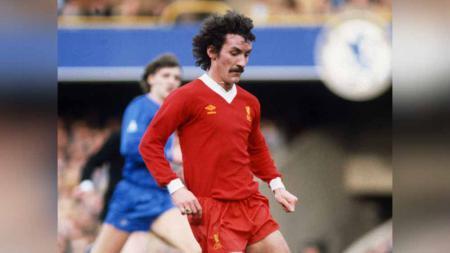 Eks pemain Liverpool, Terry McDermott, didiagnosis menderita demensia. - INDOSPORT
