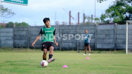 Bek kiri PSM Makassar alumni Garuda Select, Edgard Amping. - INDOSPORT