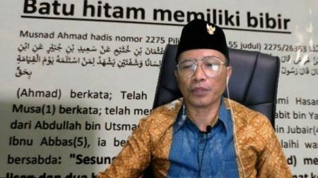 Jurnalis senior Dahlan Iskan mengungkap Muhammad Kece yang menjadi tersangka kasus peniastaan agama, ternyata pernah terusir dari desanya. - INDOSPORT