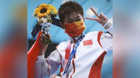 Potret kesederhanaan Quan Hongchan, gadis fenomenal berusia 14 tahun yang berhasil sabet emas di Olimpiade pertamanya. - INDOSPORT