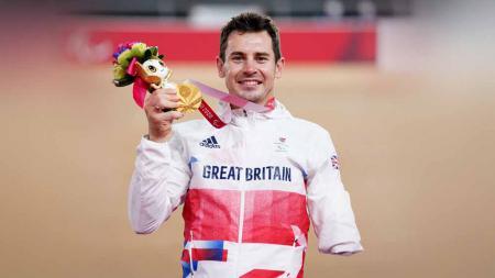 Atlet paracycling asal Inggris, Jaco van Gass, raih emas di Paralimpiade. - INDOSPORT