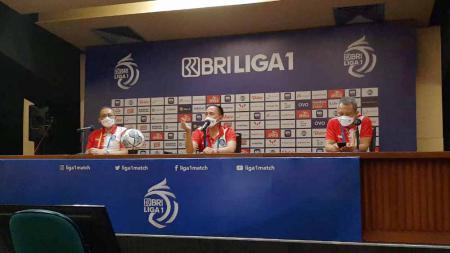 Ketua Umum PSSI Mochamad Iriawan memberikan pernyataan pasca laga antara Bali United vs Persik Kediri. - INDOSPORT