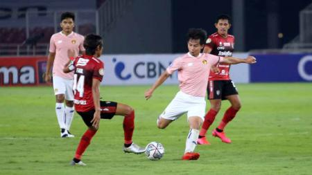 Laga pertandingan antara tim Bali United vs Persik Kediri jelang pembukaan BRI Liga 1 2021-2022 di stadion GBK. - INDOSPORT