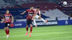 Indosport - Willian Pachecho saat Laga Bali United vs Persik Kediri di pembukaan BRI Liga 1 2021-2022 di stadion GBK.