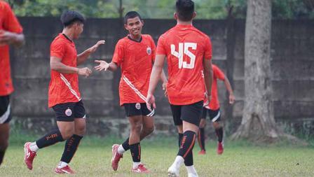 Selebrasi pemain Persija atas gol kedua yang dicetak Radzky Syahwal Ginting pada laga uji coba melawan Persikabo 1973 di POR Sawangan, Sabtu (28/08/21).