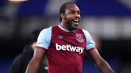 Sempat menjadi pemain belakang, Michail Antonio menjelma sebagai mesin gol West Ham di bawah David Moyes, dan kini menjadi top skor sementara Liga Inggris. - INDOSPORT