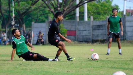 Aksi wonderkid PSM Makassar, Renaldi, dalam sesi latihan di Bosowa Sport Center. - INDOSPORT