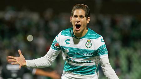 Pemain baru Newcastle United, Santiago. - INDOSPORT