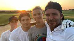 Indosport - David Beckham dan tiga putranya: Brooklyn, Romeo, Cruz.