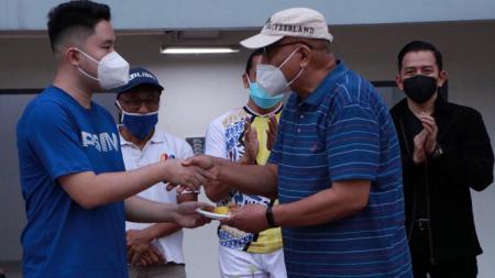 Komunitas mantan pemain PSIM yang tergabung PSIM Legend menggelar silaturahmi di Stadion Mandala Krida, Minggu (5/9/21) - INDOSPORT