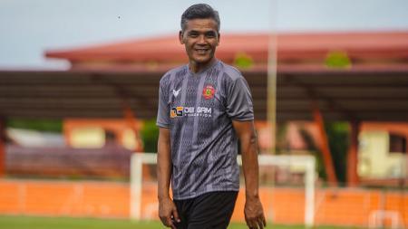 Pelatih Persiraja Banda Aceh, Hendri Susilo, siap mengantisipasi permainan Persita Tangerang saat bersua pada laga pekan ke-7 Liga 1 2021-2022. - INDOSPORT
