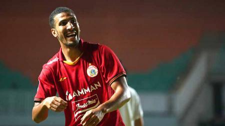 Meski sukses mencetak gol pada debutnya bersama Persija di BRI Liga 1 2021/2022, bek asal Brasil yakni Yann Motta justru simpan kesedihan. - INDOSPORT