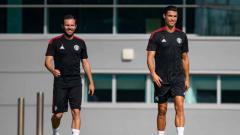 Indosport - Cristiano Ronaldo dan Juan Mata dalam sesi latihan perdana bersama Man United