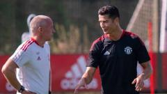 Indosport - Pelatih Manchester United, Ole Gunnar Solskjaer menolak permintaan Cristiano Ronaldo yang mendesaknya untuk main lawan West Ham United di Carabao Cup.