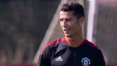 Indosport - Cristiano Ronaldo jalani latihan perdana bersama Man United.