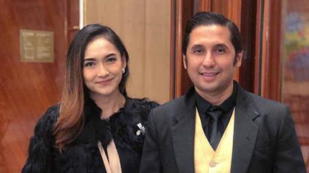 Umar Syarief dan istrinya Corry Pamela yang kian romantis dan sering pamer berolahraga bersama - INDOSPORT