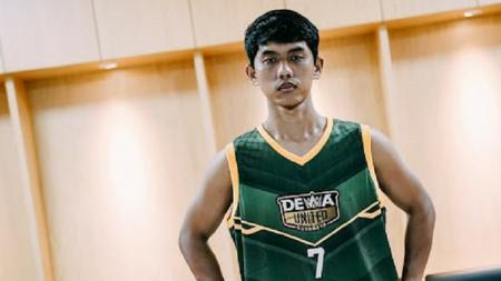 Jelang gelaran kompetisi basket IBL 2022, Dewa United Surabaya menambah kekuatan dengan mendatangkan pemain anyar Lucky Abdi dari Amartha Hangtuah. - INDOSPORT