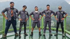 Indosport - Irfan Hakim (tengah) bersama krunya.