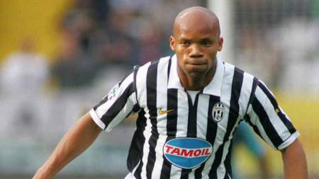 Jean-Alain Boumsong saat berseragam Juventus. - INDOSPORT