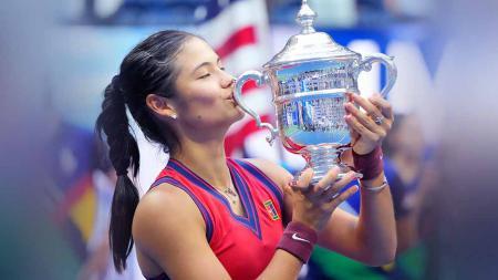 Petenis Inggris Emma Raducanu tersingkir di babak kedua Indian Wells 2021 usai menjuarai US Open 2021. - INDOSPORT